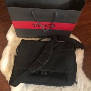 TUMI briefcase/messenger bag/laptop bag